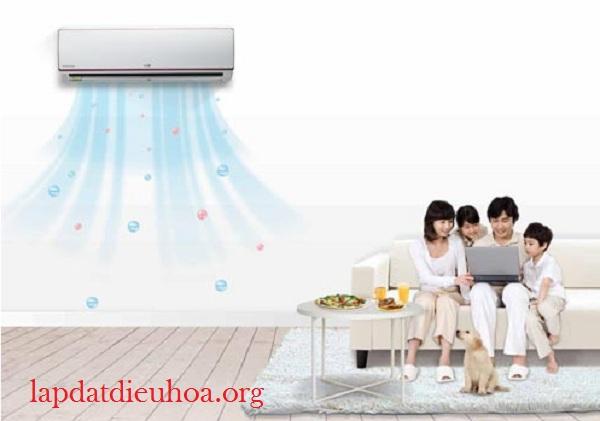 Nhiều người cho rằng đặt chậu nước trong phòng điều hòa để tăng độ ẩm