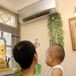 Có nên để trẻ nhỏ nằm điều hòa hay không ?